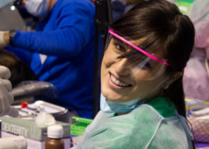 Dental assistant volunteering at AzMOM